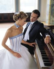 šaty modré pronuptia