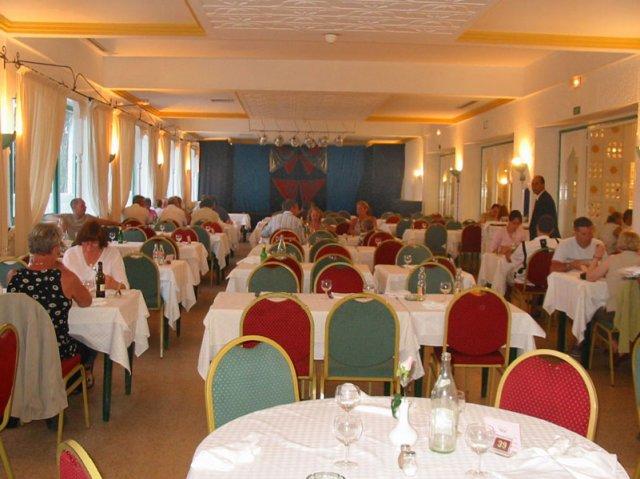 R+H 10červen2006 - jídelna v hotelu v Hammamatu Tunis