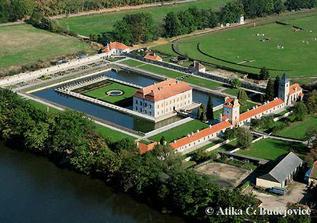 """letecký snímek zámku Kratochvíle, tady si řekneme své """"ano"""""""