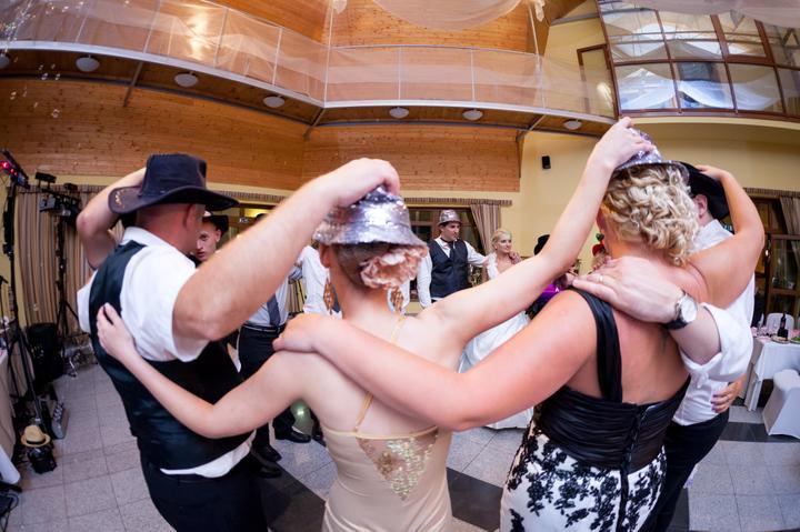 Nina {{_AND_}}Umberto - klobukovy tanec