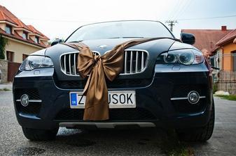 nase svadobne auto s jednoduchou vyzdobou :-)