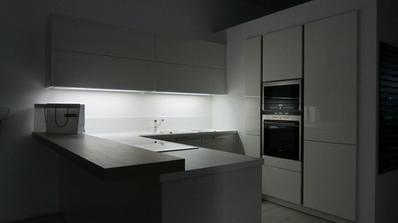biela kuchyňa za tmy :)