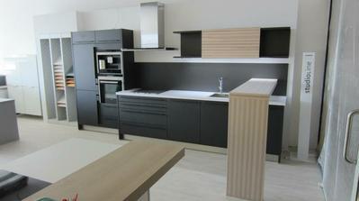 čierna kuchyňa tesne po dokončení