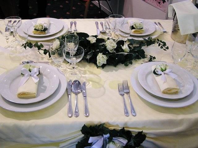 Lucka & Marek - prestrety stol vo vanilkovej farbe