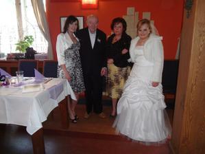 Ségra, děda, moje maminka a já :-)