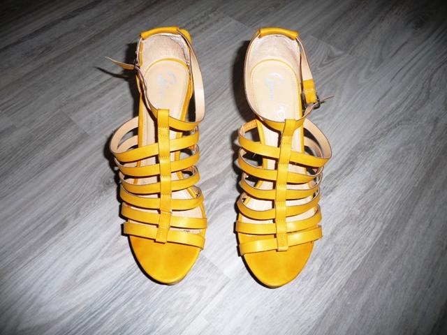 Žlté sandále značky Baťa - Obrázok č. 1