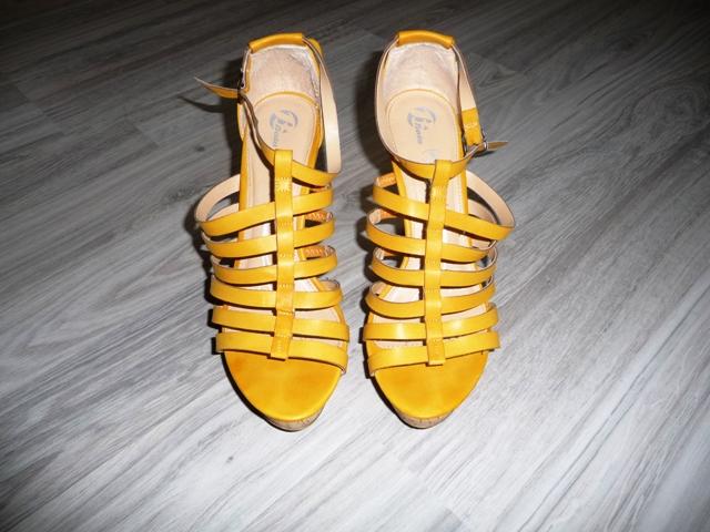 Žlté sandále značky Baťa - Obrázok č. 2