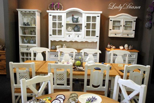 Každému skutku predchádza sen... - realne nepoužiteľná kuchyňa, ale krásny pohľad:);  stoličky sú fajn