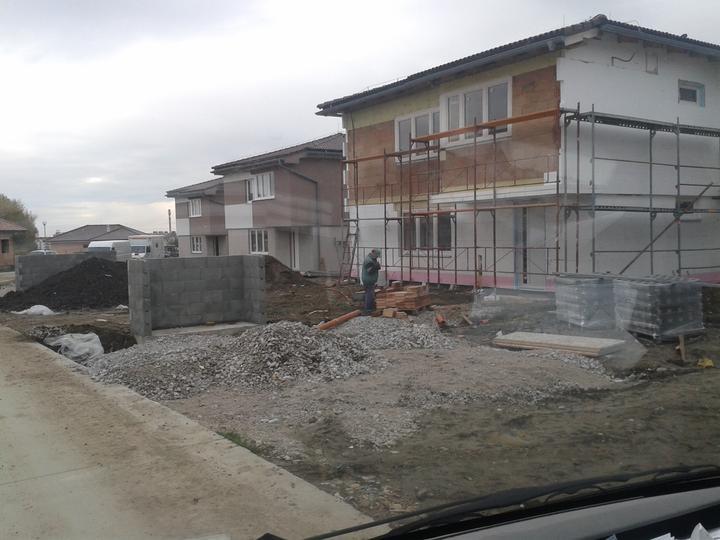 dodogrup - ku koncu roka mes. oktober a november sme realizovali omietky na výstavbe 9 bytoviek Pezinok-Rozálka, spolu do 7000 m2  a stihli sme aj pár RD