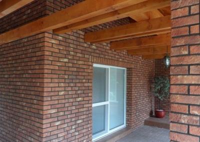 Fasády a tehlové obklady - red a sivá špárovka