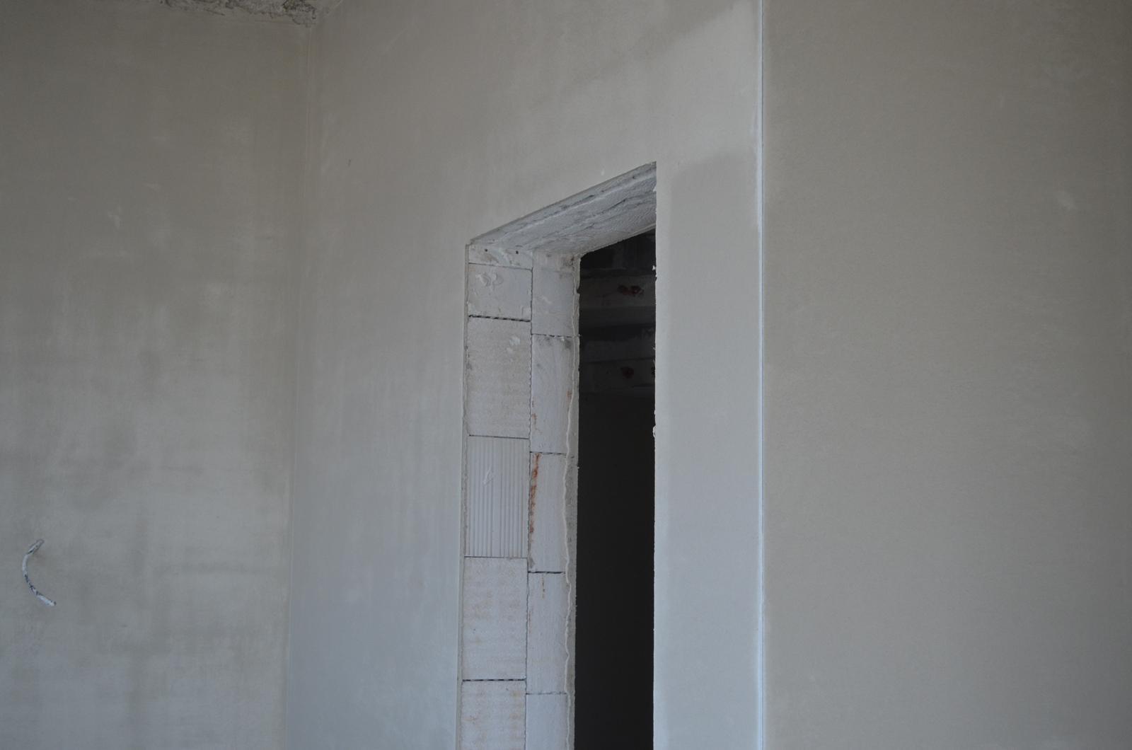 Poskytujeme ZLAVY na sádrové omietky v zime 9,40 Eur/m2. Cena je na komplet práca aj materiál spolu /lišty, apulišty, penetrácia stien, práca, materiál, sieťkovanie 2 druhov materiálu, upratanie stavby/ Mikuláš 0905/225583 - Obrázok č. 3