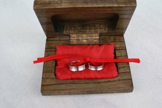 nadherna rucne vyrezavana krabicka od svedka