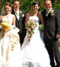 A tu dve nevestičky s manželmi:-)