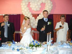 Na šťastie novomanželom
