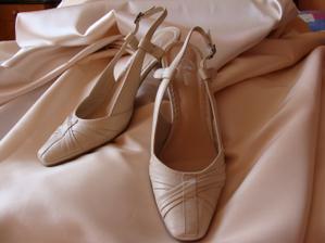 látka na šaty a botičky