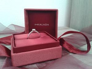 můj vysněný prstýnek...byla jsem v šoku, že to můj IŤák dokázal tak skvěle trefit :-)
