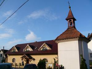 Zlatý trojúhelník v Malé Hraštici, u kapličky je restaurace, penzion i cukrárna...:o)))