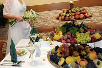 ...s nádhernými ovocnými mísami