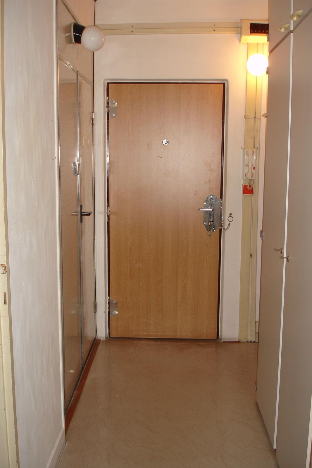 Původní :-) ...všechno pryč - vchodové dveře