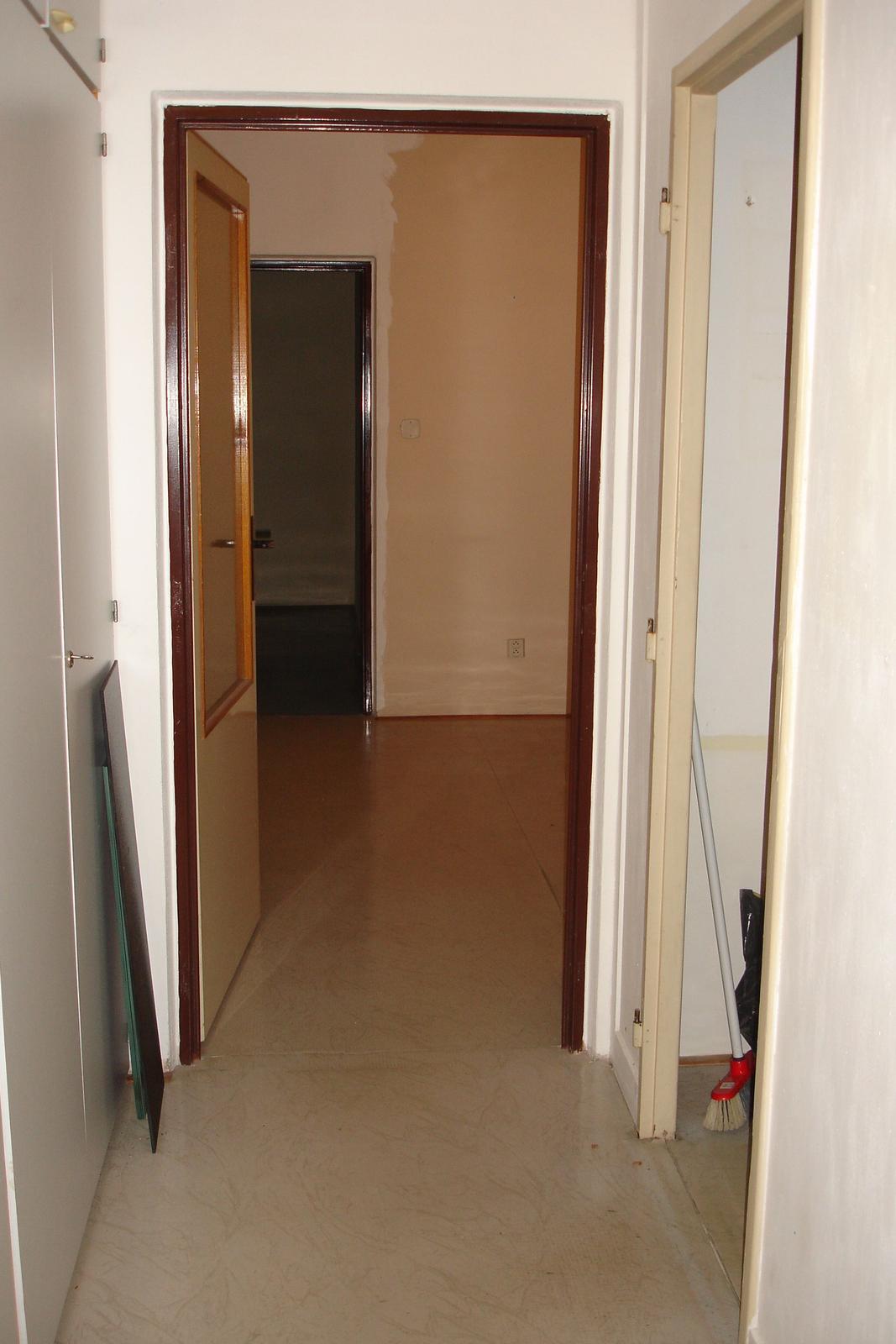 Původní :-) ...všechno pryč - pohled od vchodových dveří