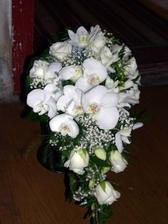 Suprová kytka, ale orchideje se prý v létě špatně shánějí :-(