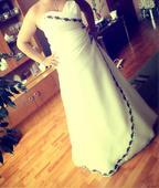 Svadobné šaty s ľudovou vyšívkou, 42