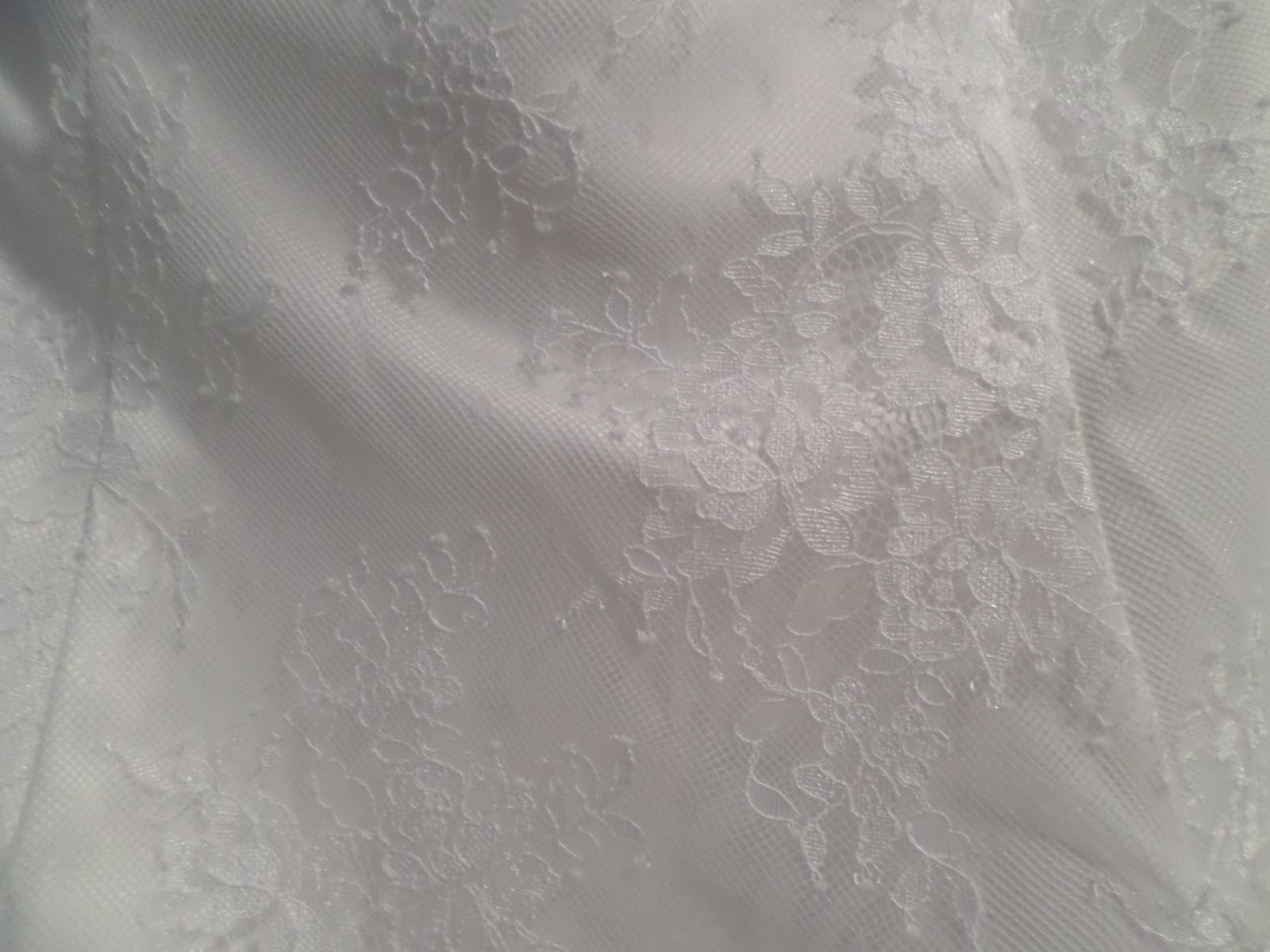 Krajkové krátke svadobné šaty - Obrázok č. 3