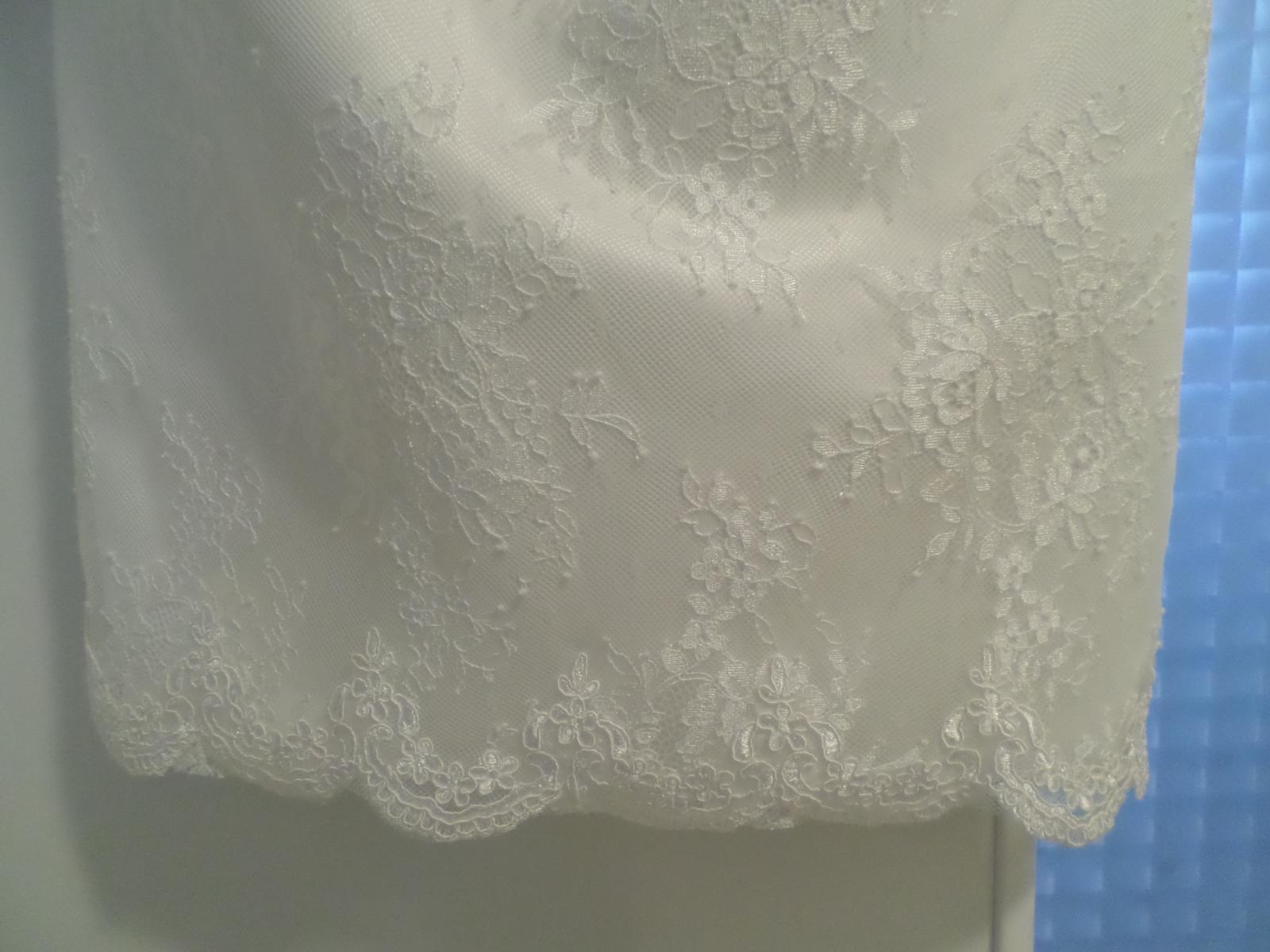 Krajkové krátke svadobné šaty - Obrázok č. 4
