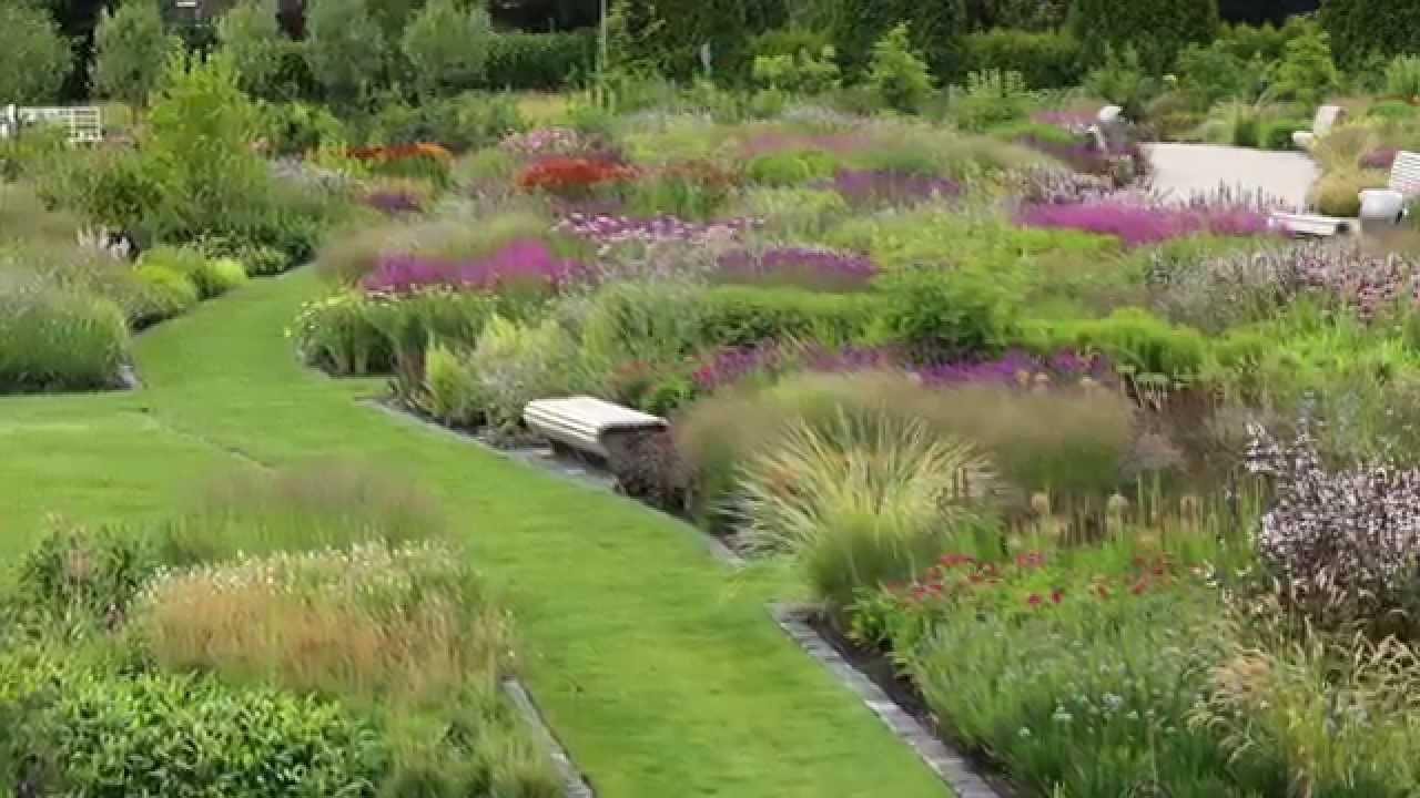 Inspirace pro ty kteří se nemůžou dočkat jara. :-) Nádherné trvalkové záhony v Nizozemí - park VLINDERHOF. Na stránkách najdete i interaktivní mapy s osazovacím plánem a vypsanými druhy jednotlivých rostlin.  http://vlinderhof.com/achtergrond/planten-in-de-vlinderhof/ - Obrázek č. 1