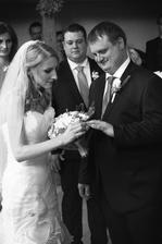 Snaha o nandání prstenu ženichovi - povedlo se :)