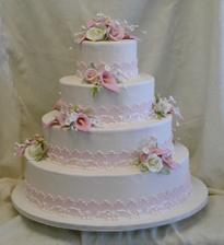 ...co se týče dortu, chci určitě něco méně zdobeného a jemného...