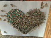 Obraz s mintovým srdcem a zlatými motýlky,