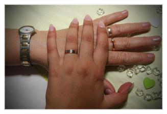 Zajímavá shoda okolností, kdy moje babička má skoro stejný snubní prstýnek jako já ... Rozdíl 50 let :)