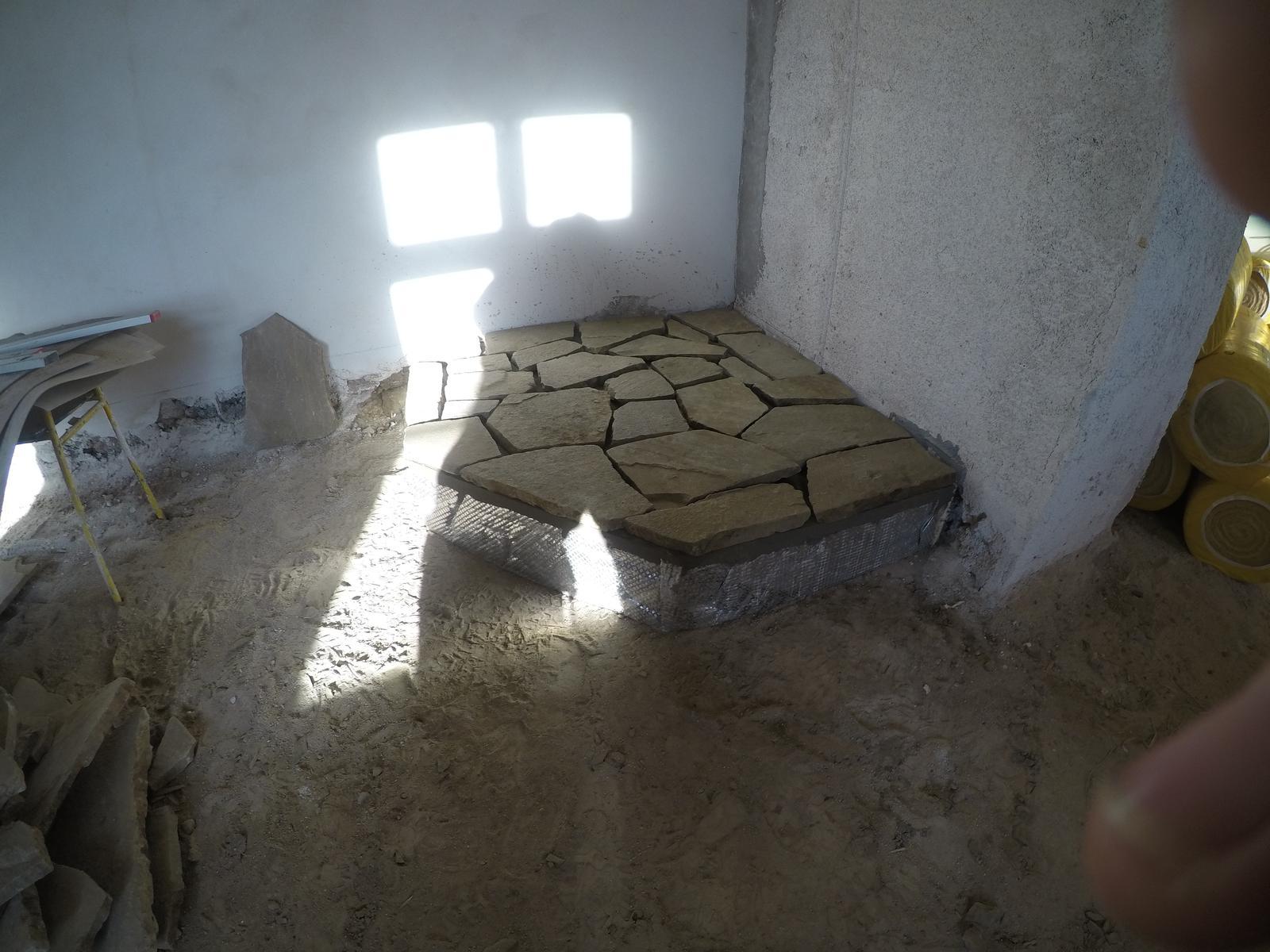 Rekonstrukcia  domu z 18- teho storocia - podstavec pod pec pripraveny