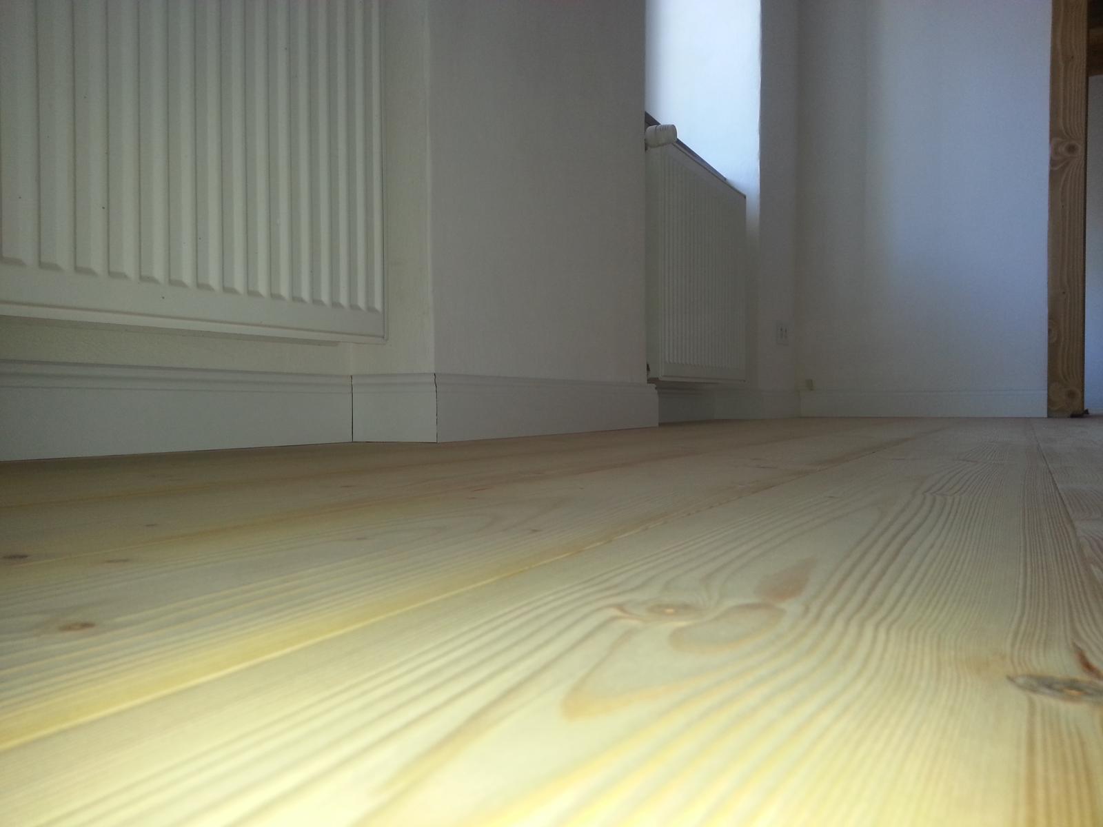 Rekonstrukcia  domu z 18- teho storocia - dnes listovanie podlahy