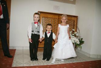 družička,uprostřed náš syn a můj bratránek:-)