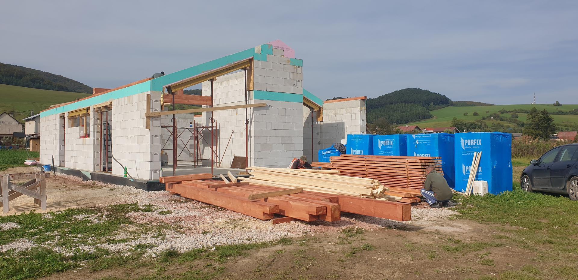 začíname  stavat 😉Bungalov 1871 - už aby to drevo bolo na chalupe 😂