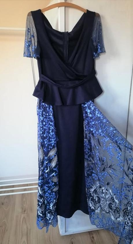 Tmavomodré šaty - Obrázok č. 1