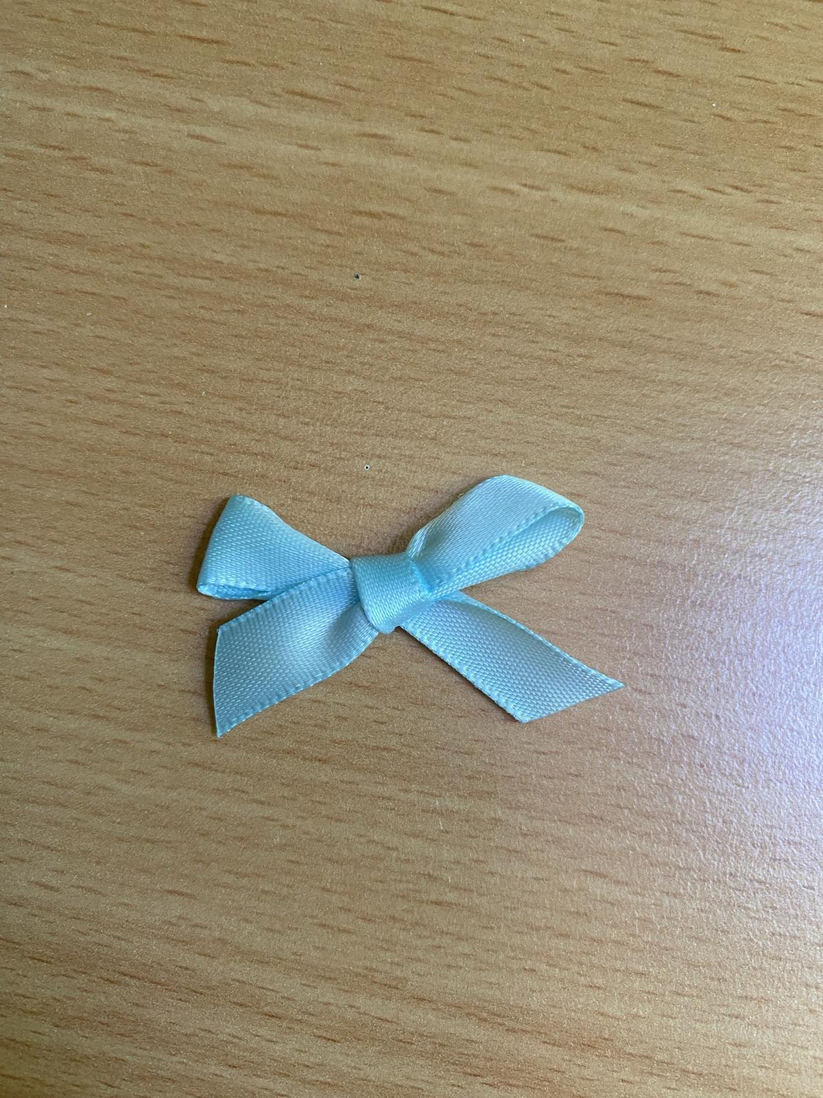 34 ks světle modrých mašliček na svatební vývazky - Obrázek č. 1