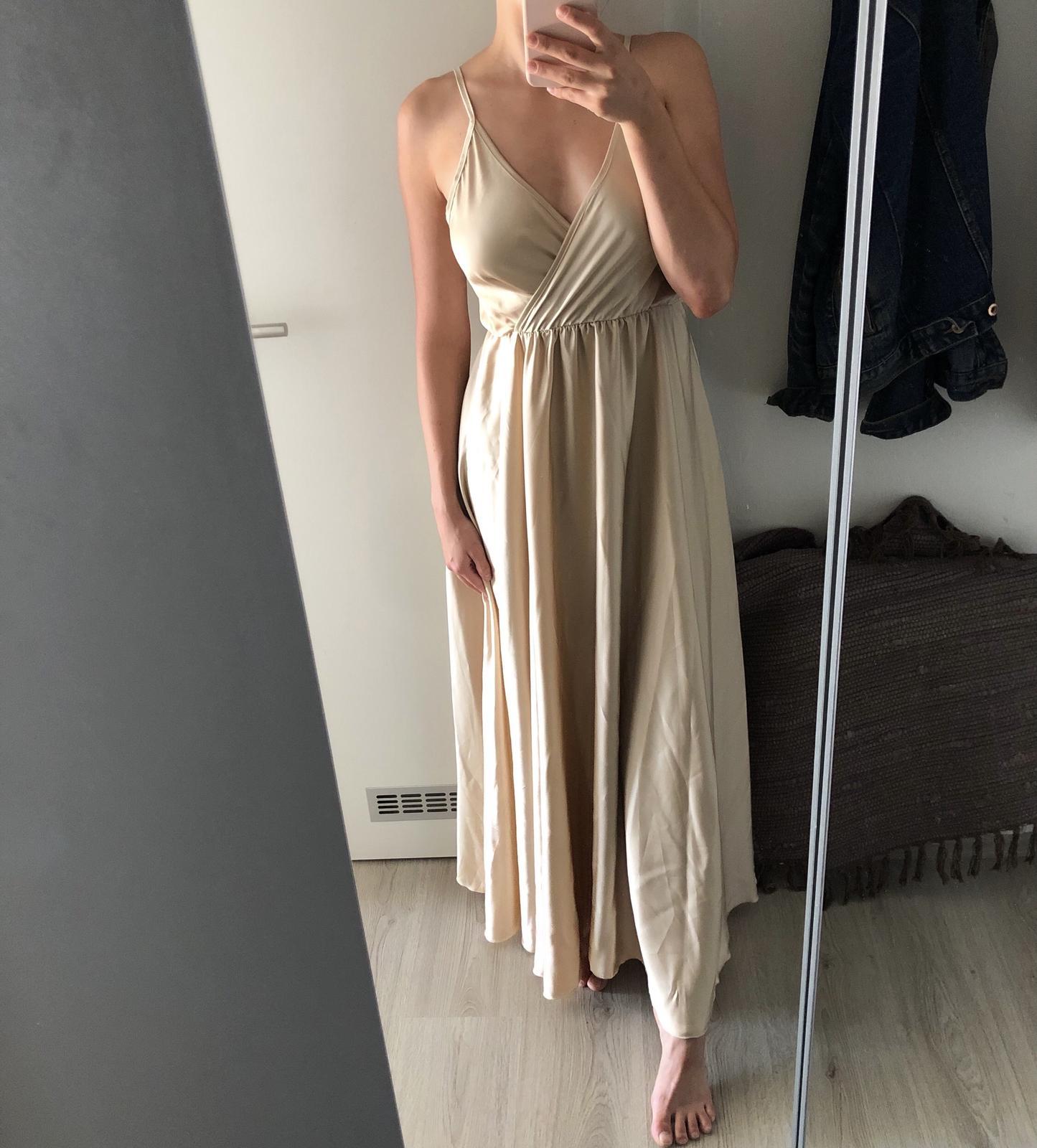 Elegantní champagne šaty pro svatebčana - Obrázek č. 1