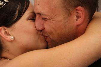 první polibek