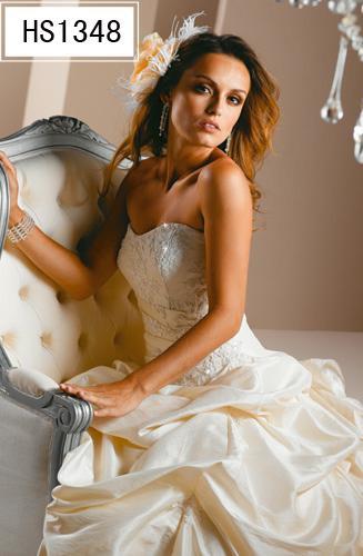 Svatební šaty, obleky, účesy a kytice - favoritky č.1 zblízka...