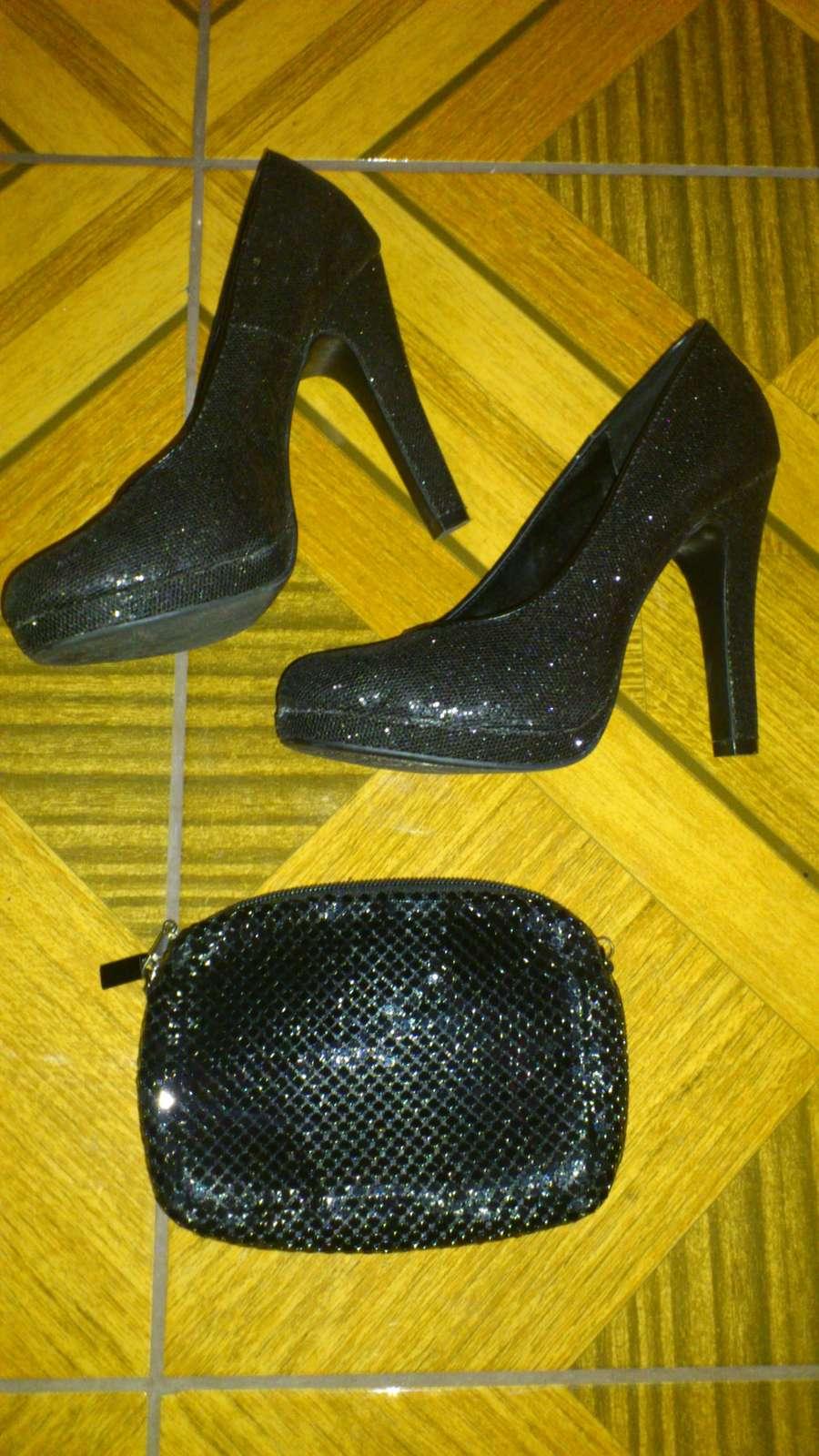 Topánky a kabelka - Obrázok č. 1