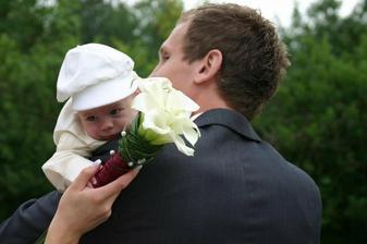 Aj on drzi kytičku ...
