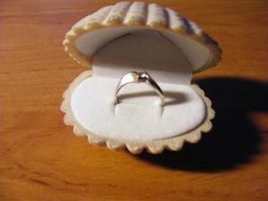 Tak tenhle teď nosím na prstě!!:-)