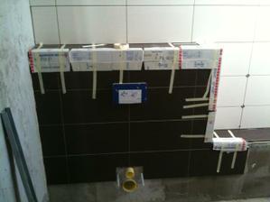 Opancierovane rohy na WC po dnesnom odstiepeny hrany.