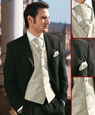světlá vesta a černý oblek-určitě bude ženichovi slušet