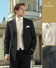podobny oblek ako ma ženich už len zohnat vestičku a kravatku...