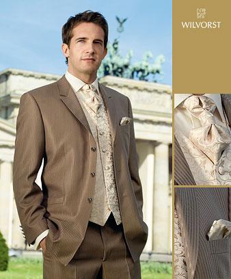 Šaru a Zdeny - nakonec takto...tmavě -hnědý oblek a zlato -smetanová vesta s kravatou!