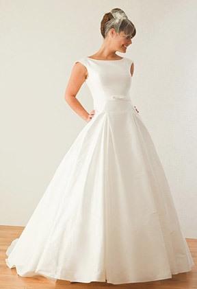 AZ inspirace I. - svatební šaty - to je ono, stačí ufiknout u kolen:-)